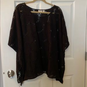 Black pull over top floral design.